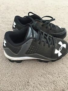 Underarmour Childs baseball cleats size 12