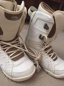 Women's LTD snowboarding boots size 10