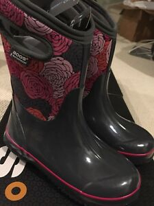 Brand New Winter Bogs Size 4