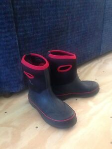 Boys size 4 Outbound boots