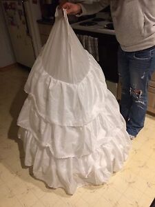 Wedding Dress Crinoline and Crown Mason Jars
