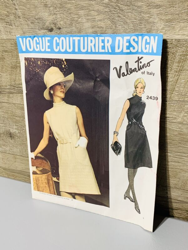 Vintage - Vogue Couturier Design Valentino of Italy 2439 Size 12 Dress 2439