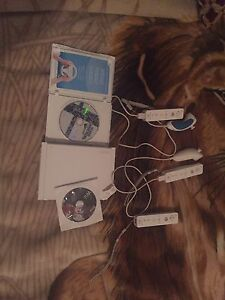 Wii (games + 3 controlers)