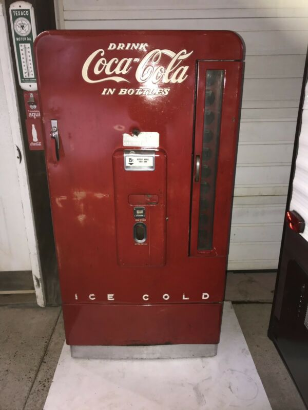 Coca Cola Machine With Violent History Vendo 110 WORKING Vending Nice Original