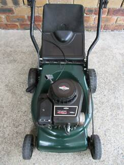 BRIGGS STRATTON 4 STROKE SERVICED LAWN MOWER.CATCHER!