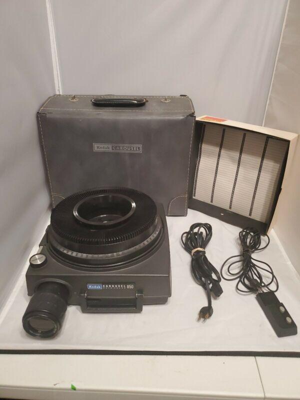 Kodak Carousel 850H Slide Projector Zoom Lens Bulb Case Remote Stack Loader