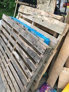 5 palettes de bois à donner