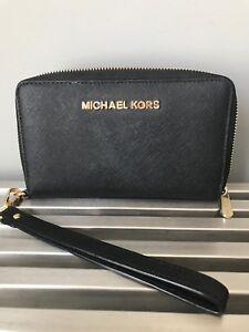 Excellent condition Michael Kors wristlet/phone holder