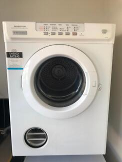 electrolux 6 5kg sensor dryer. electrolux 6kg clothes dryer in good working order has sensor dry 6 5kg e