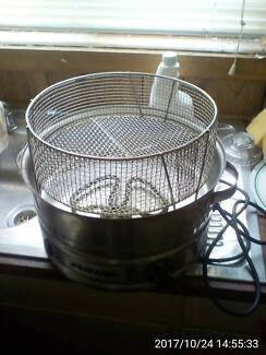 Dim Sim steamer and Large 14 inch; -36cm Frypan Both Electric