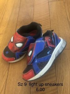 Sz 9 light up Spider-Man sneakers