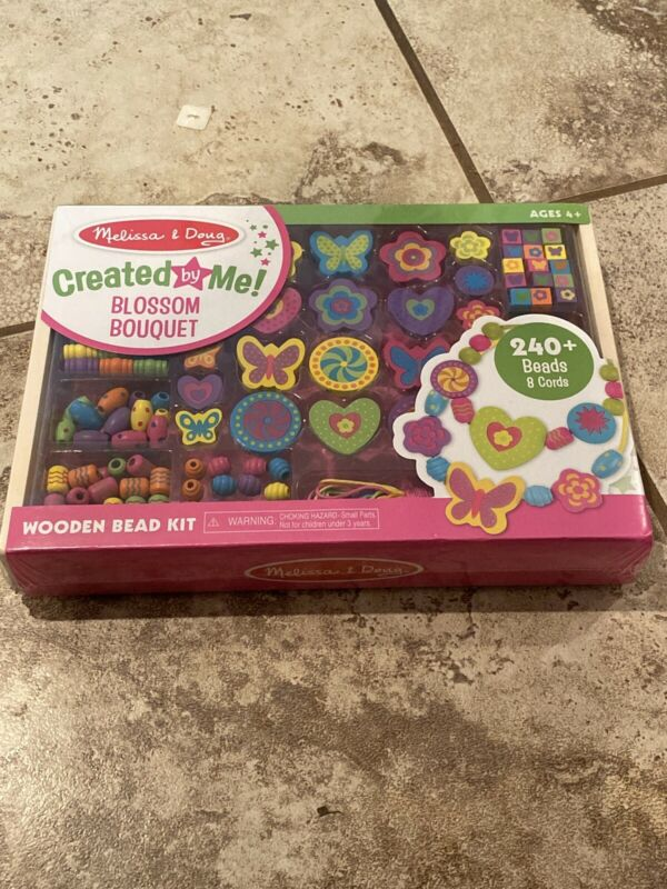 New Melissa & Doug Wooden Blossom Bouquet Bead Set 240 + Pieces. Great Craft
