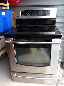 LG Convection Oven for sale - $100.00 cell -- 613-328-2477