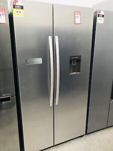 Hisense 624L Side by Side Fridge / Freezer with water dispenser