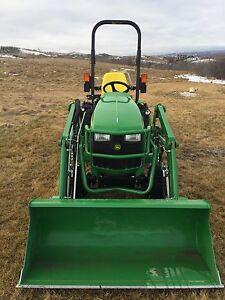 John Deere 1025R compact utility tractor