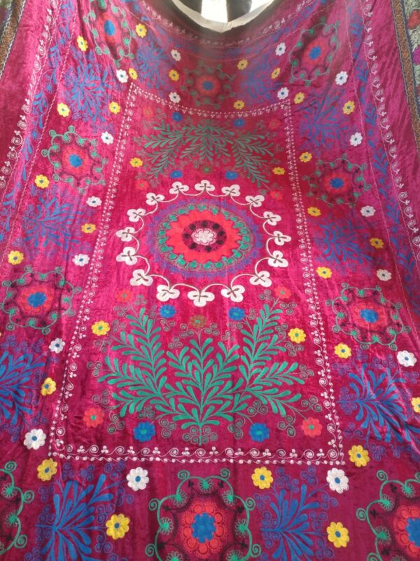 ANTIQUE UZBEK VINTAGE WALL HANGING HAND EMBROIDERY TABLECLOTH SUZANI.