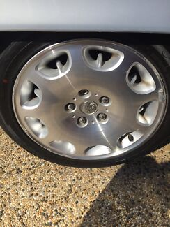 Commodore international alloy mag wheels. Swap for vs caprice rims Lockleys West Torrens Area Preview