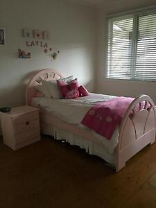 Girls 4 piece king single bedroom suite Kew Boroondara Area Preview