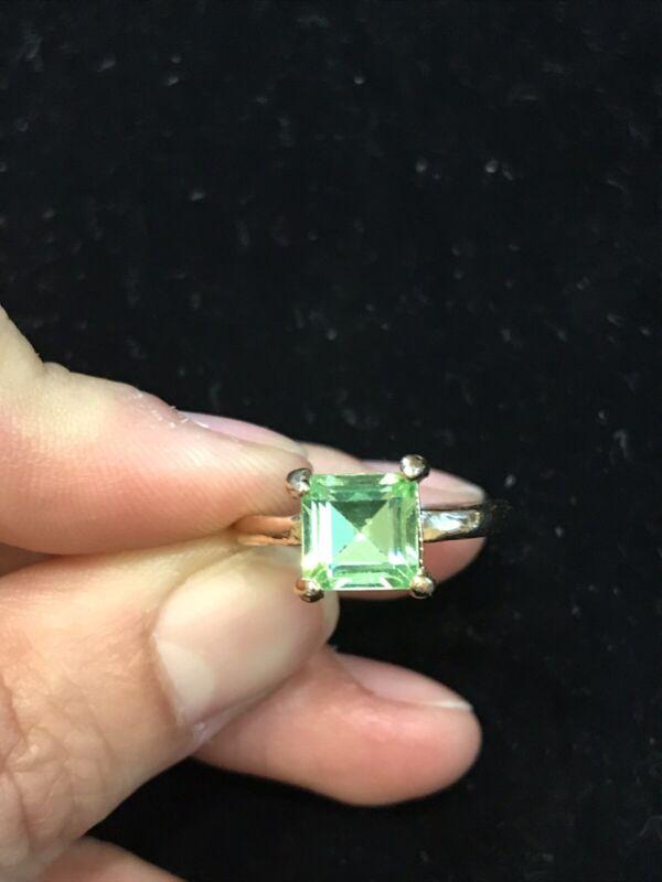 Size 9 Vintage Gold Tone Uranium AB Glass Gemstone Ring