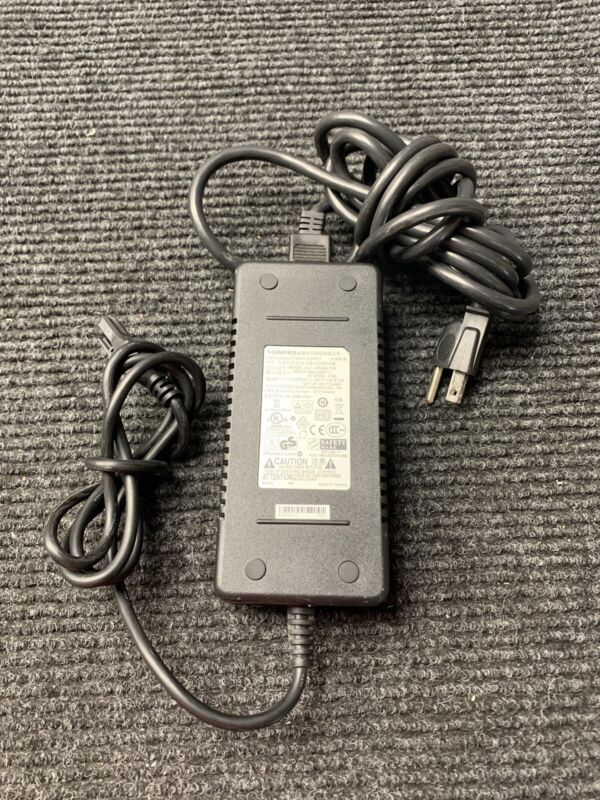 SINPRO  SWITCHING POWER SUPPLY SPU65-105 W/POWER CORD