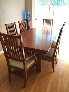 Dining room table and chairs with extra leaf
