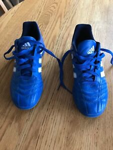 Boys  indoor soccer shoes size 5