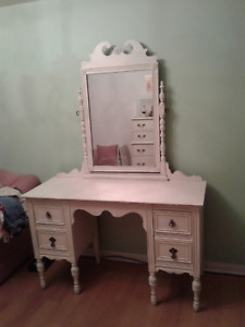 Shabby Chic/Antique Vanity Table