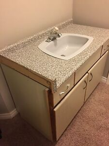 Vanity in v good condition!!
