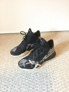 Basketball shoes, size 6