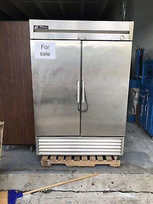 True Freezer T-49f Two-door Stainless Steel Reach In Freezer