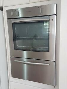 Oven, electric, Westinghouse, wall-mounted