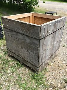 Shipping crate or garbage box