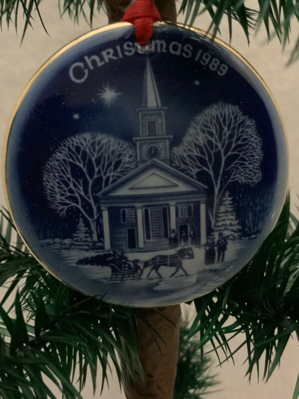 "BING AND GRONDAHL ""CHRISTMAS IN AMERICA"" Series Ornament 1989 W/ Org Box"