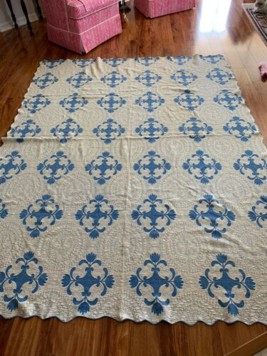 VINTAGE BLUE WHITE BEDSPREAD LOOKS LIKE QUILTING