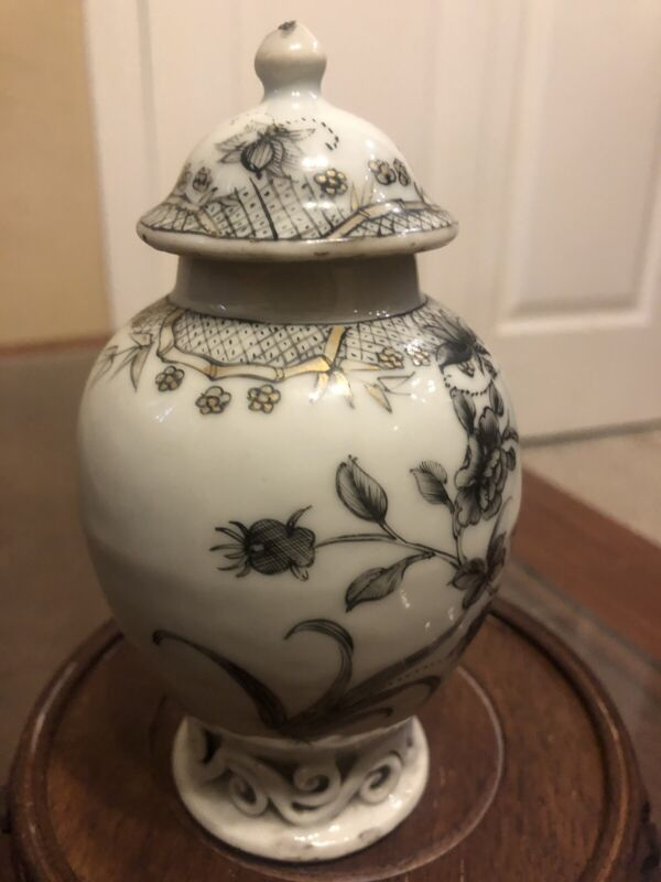 Chinese antique 18th Porcelain Tea Caddy