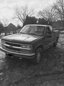 LOOKING for 90's Chevy truck parts