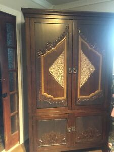 Armoire with four drawers