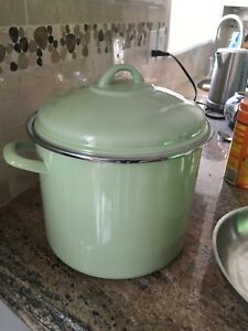 Large Dutch oven pot