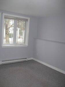 LOVELY 1 BEDROOM APT $625 UTILITIES INCLUDED!!!!