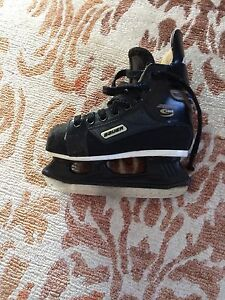 Bauer Supreme youth size 11