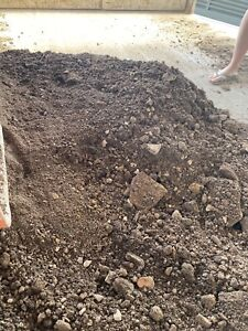 FREE CLEAN FILL / DIRT / SOIL & FREE DELIVERY !!