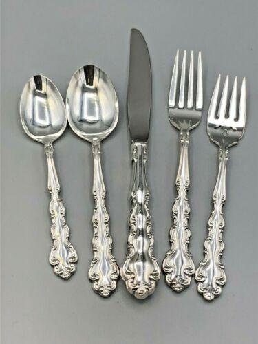 Modern Baroque by Community/ Oneida silverplate flatware 5 piece Place Settings