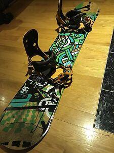 Snowboard , bottes et fixations à vendre