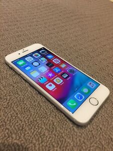 LIKE NEW iPhone 6 16g with 2 BRAND NEW CASES!!