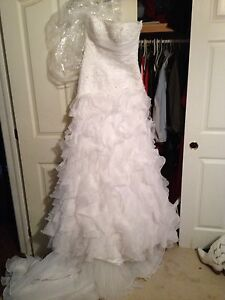 Pronovias wedding gown, only tried on! US size 8- reduced price!