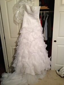 Pronovias wedding gown, only tried on! US size 8