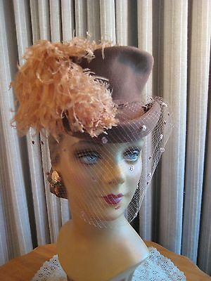 SMASHING 40'S BROWN FELT RIDING STYLE HAT W/OSTRICH PLUME & VEIL