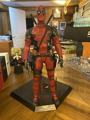Hot Toys Deadpool Wade Wilson- MMS347 X-men Used