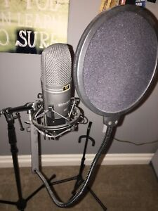 Presonus audiobox studio recording kit