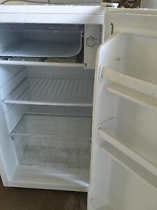 bar fridge 4 months old Yorkeys Knob Cairns City Preview